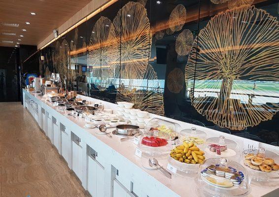 Quầy buffet nhà hàng sang trọng